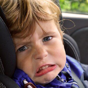 Bezpieczne podróżowanie, czyli Smart Kid Belt kontra fotelik samochodowy