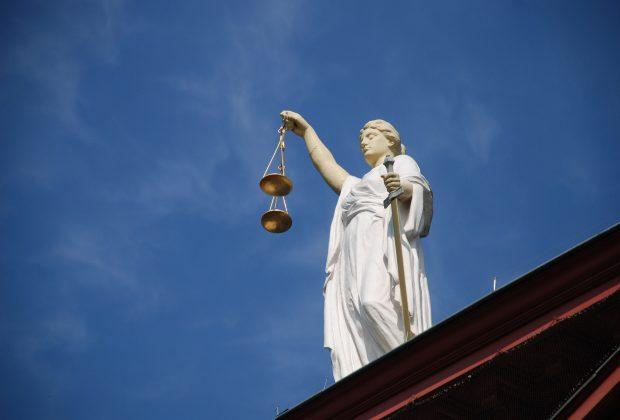 Czy warto korzystać z obsługi prawnej firm